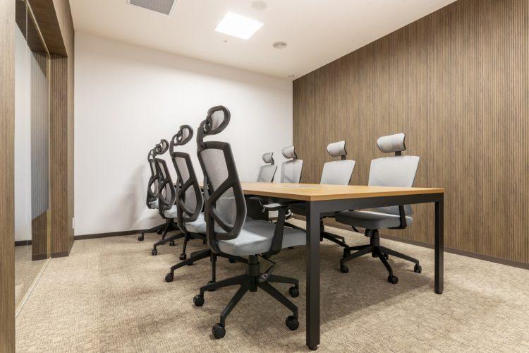 会議室(8名用)