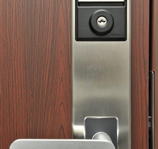 専用カード使用のドア