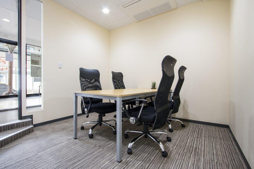 会議室(5時間まで無料)