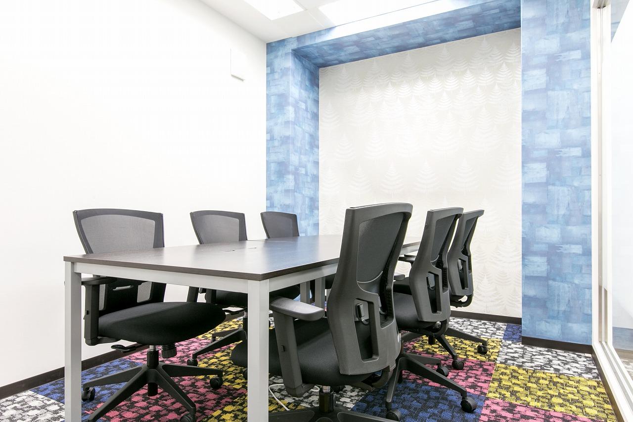 毎月10時間まで無料で使える6名用会議室