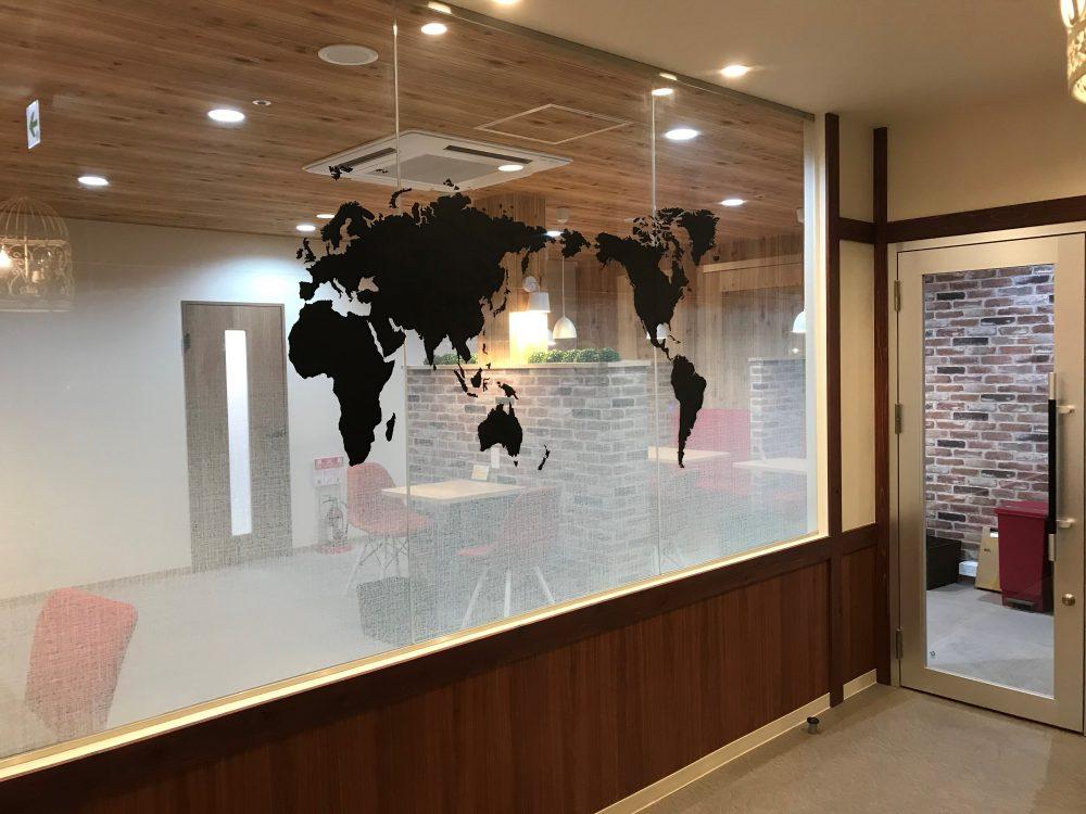 蒲田駅徒歩4分。個室型レンタルオフィス&コワーキングスペース併設