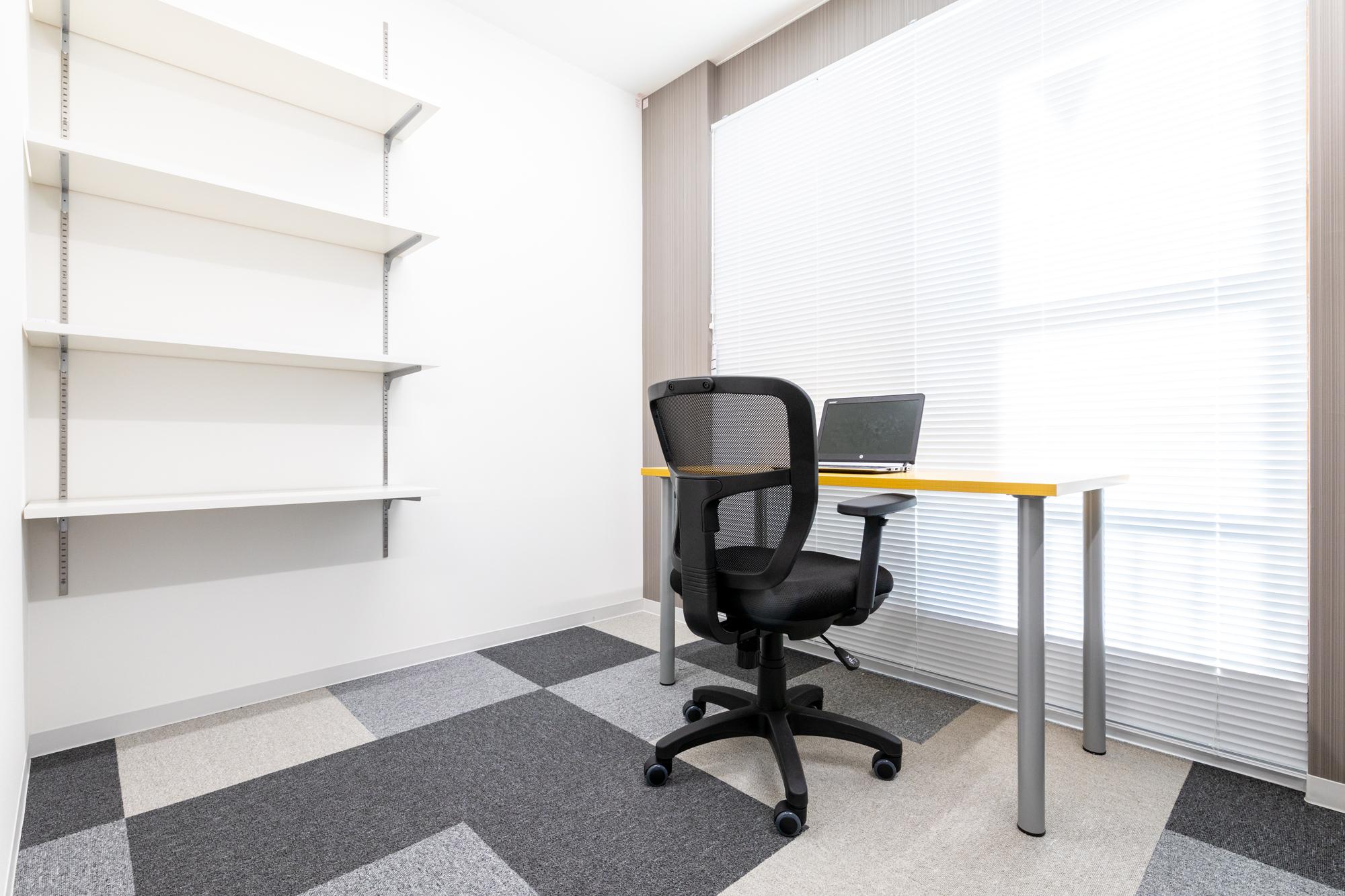 十分なスペースを確保した広々1名用個室