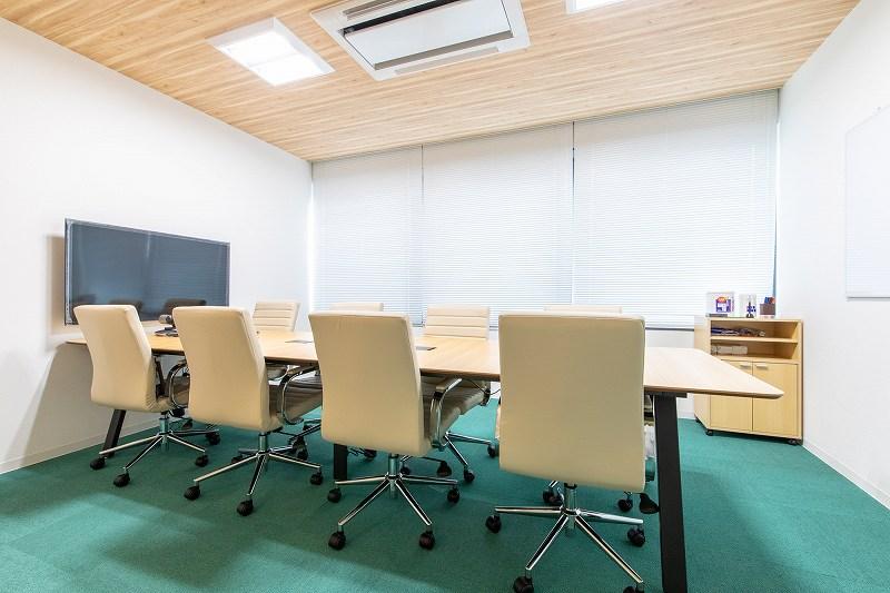 WEB会議も可能なモニター付き会議室
