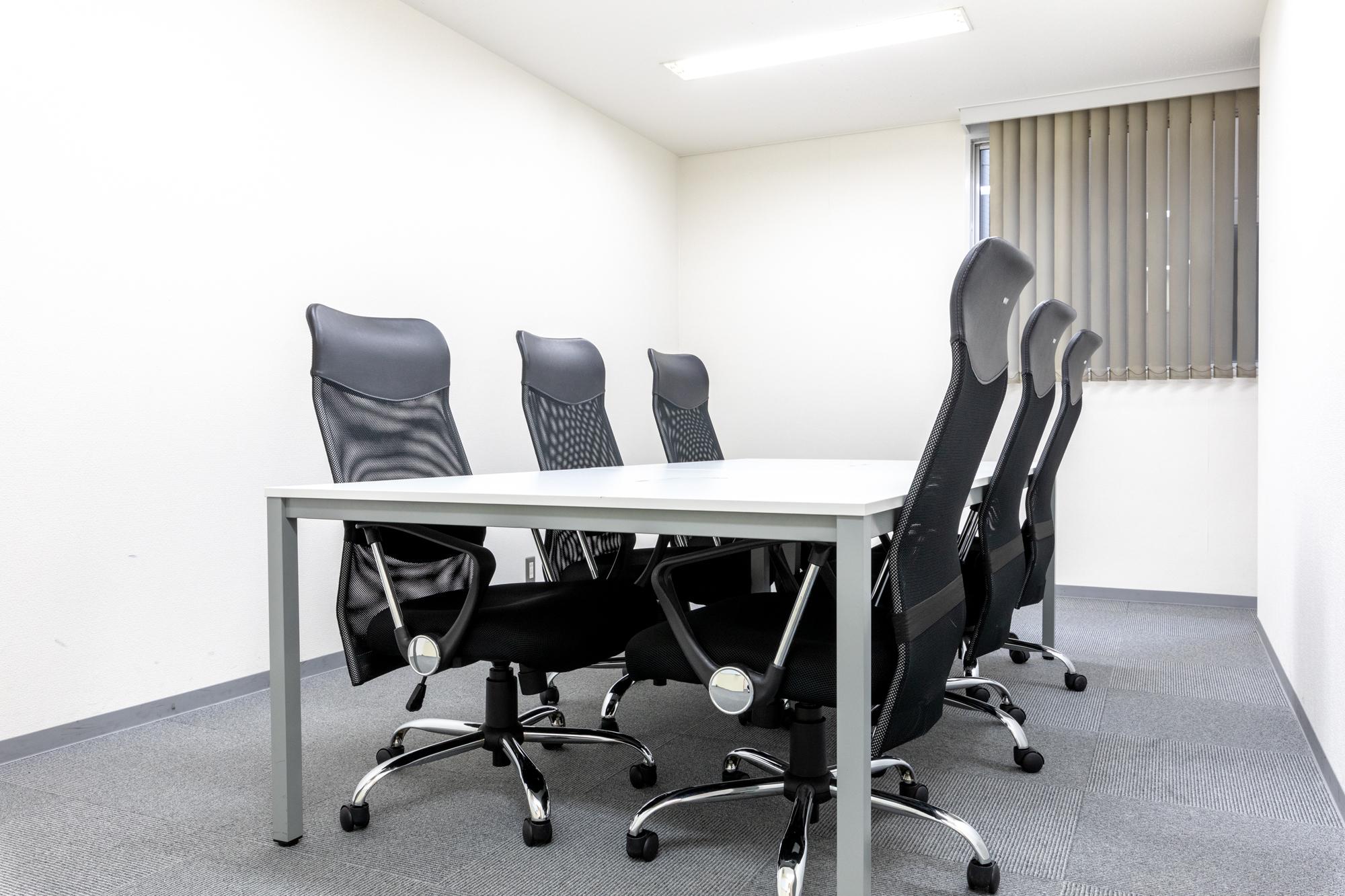 打ち合わせなどに使用可能な会議室を2ヵ所ご用意
