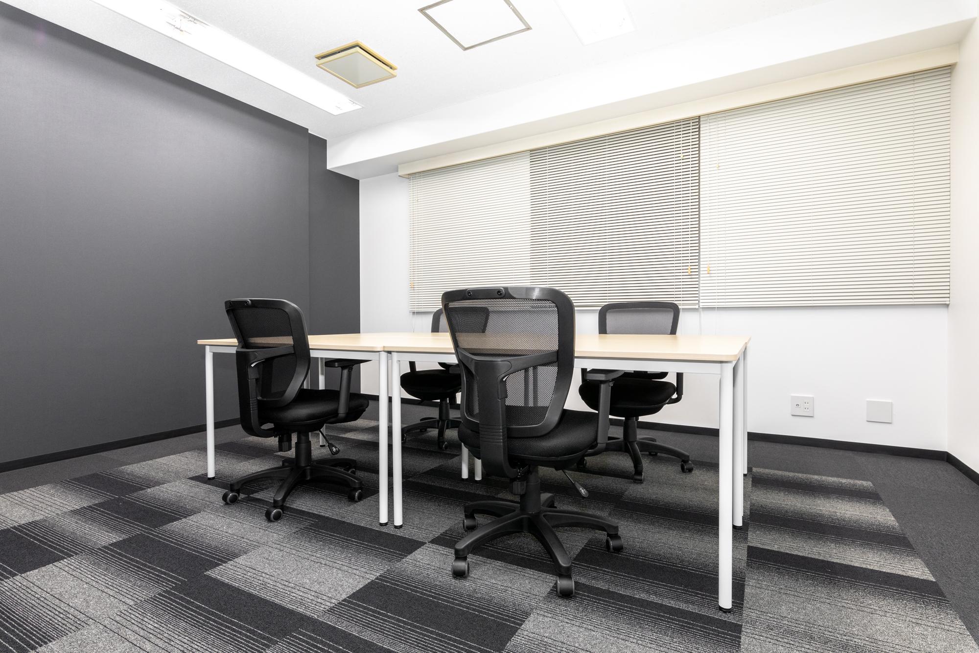 窓付きで開放的な完全個室オフィス!空調も各部屋で調整可能です
