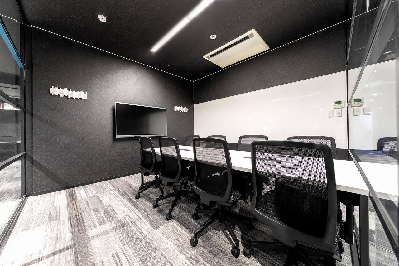 会議室にWeb会議システム「MAXHUB」導入