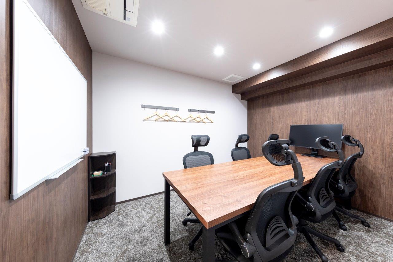 大小3つの会議室が月5時間まで無料