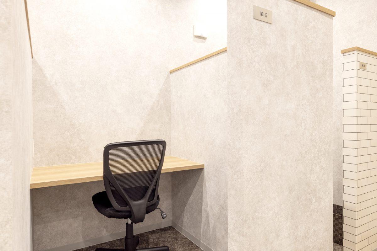 半個室型の固定席